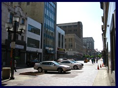 W_Lexington_St_approaching_Park_Ave_1