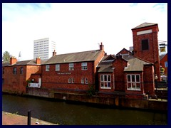 Worcester and Birmingham Canal 18 - The Malt House.JPG