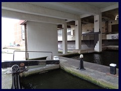 Worcester and Birmingham Canal 31 - sluice