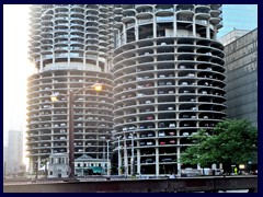 Chicago Riverwalk 009 - Marina City