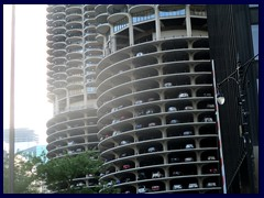 Chicago Riverwalk 023 - Marina City