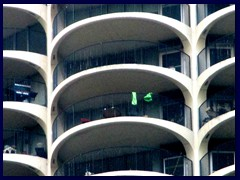 Chicago Riverwalk 041 - Marina City parking garage