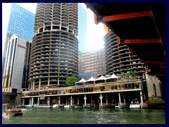 Chicago Riverwalk 045 - Marina City