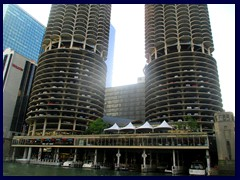 Chicago Riverwalk 047 - Marina City
