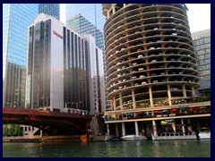 Chicago Riverwalk 049 - Marina City and Westin hotel