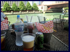 Chicago Riverwalk 131 - café