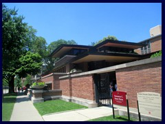 Robie House 01 - one of Frank Lloyd Wright's most famous works, built 1908-10.
