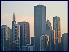 Chicago at sunset - Navy Pier 07 - Aon Center