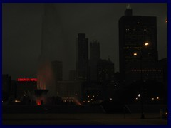 Chicago by night - Buckingham Fountain and views from Grant Park 02