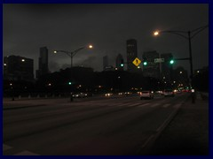Chicago by night - Buckingham Fountain and views from Grant Park 04