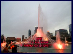 Chicago by night - Buckingham Fountain and views from Grant Park 09