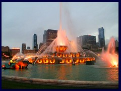 Chicago by night - Buckingham Fountain and views from Grant Park 10