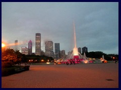 Chicago by night - Buckingham Fountain and views from Grant Park 12