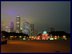 Chicago by night - Buckingham Fountain and views from Grant Park before a thunderstorm