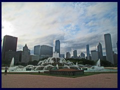 Skyline from Grant Park 08 - Buckingham Fountain and skyscrapers