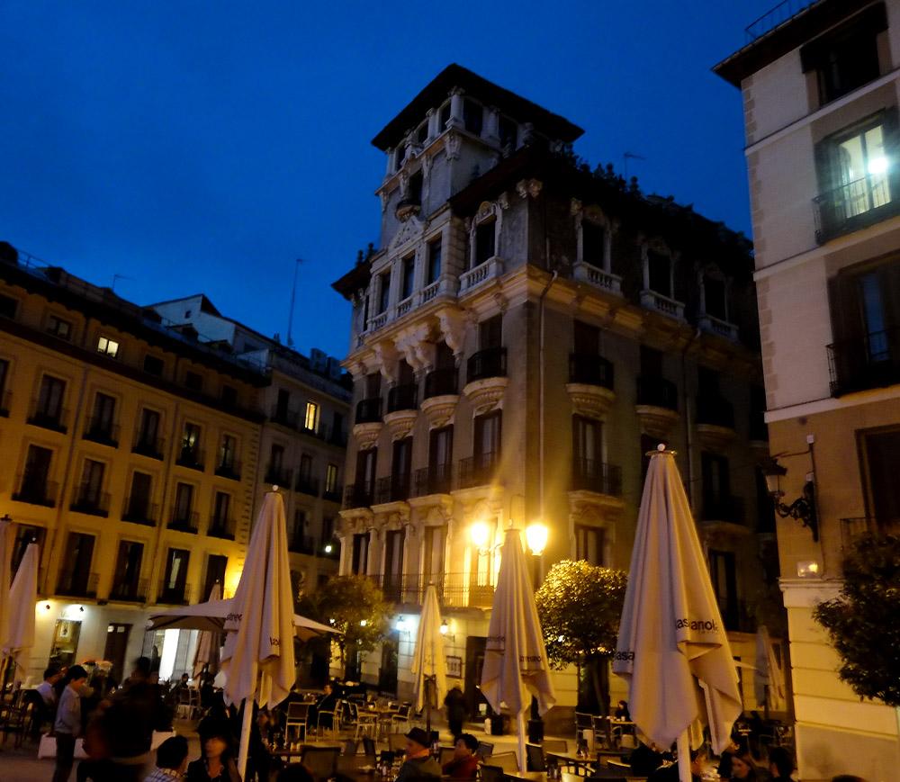 Madrid by night palacio real plaza de oriente plaza de for Plaza de la puerta del sol
