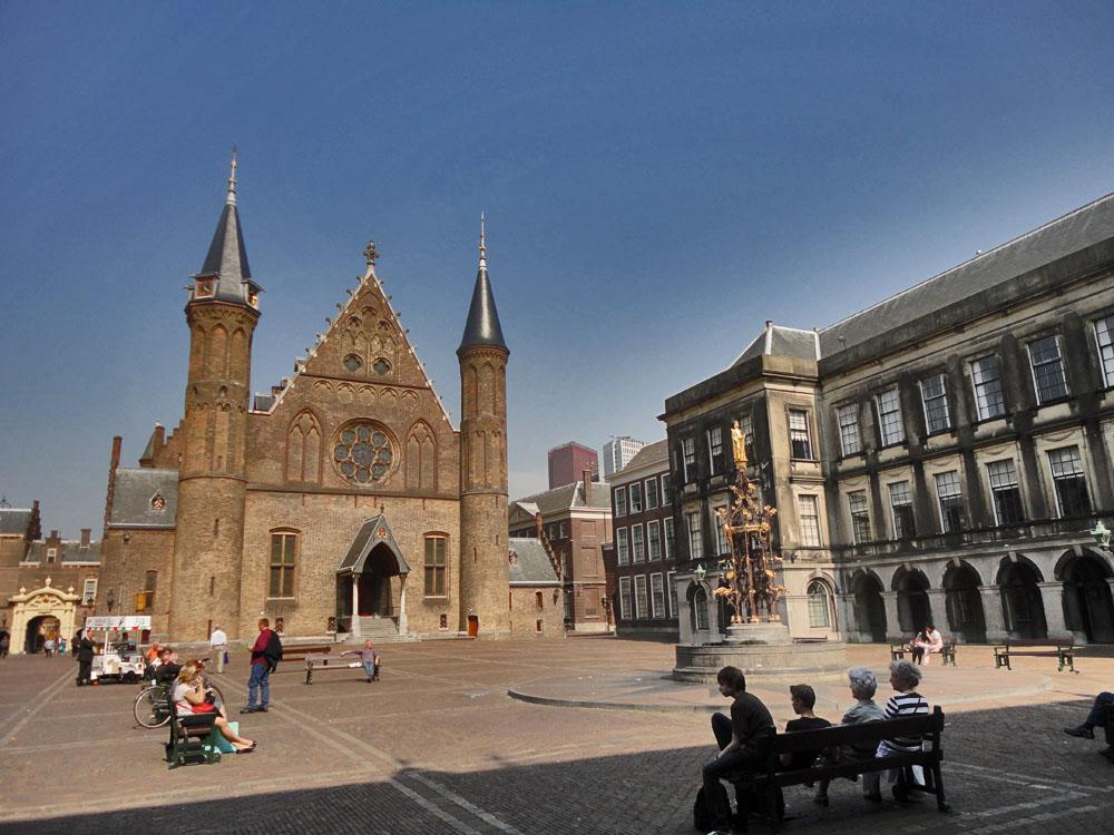 The hague binnenhof for Waldos travel den haag