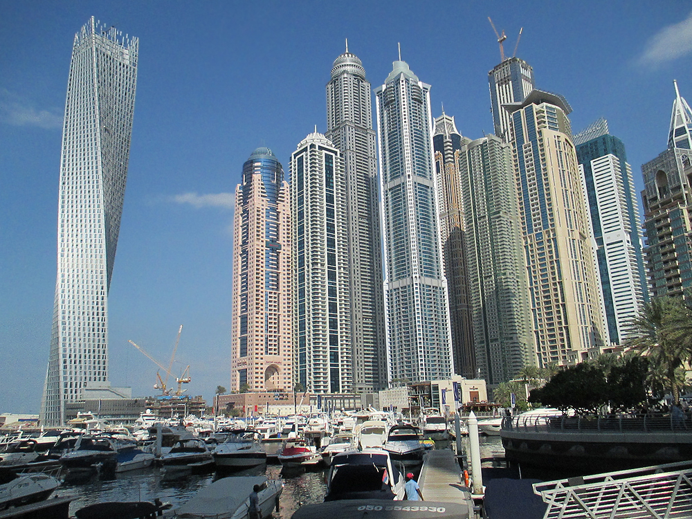 Dubai Marina Promenade Jumeirah Beach The Walk Skyline Princess Tower Cayan