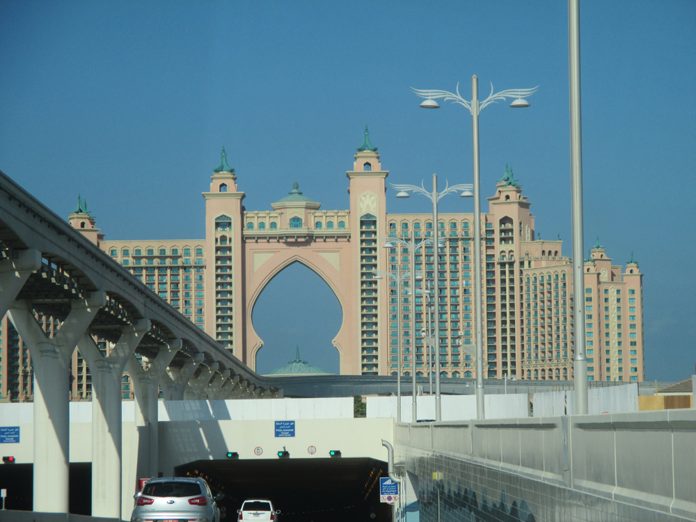 how to go to palm jumeirah by metro