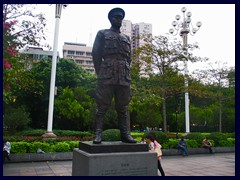 Martyr's Park was built in 1954 to commemorate martyrs who died bravely for the communist party. It has a cemetary and many monuments, like the Uprising Monument. It is nowadays surrounded by Yuexiu's skyscrapers and shopping malls.