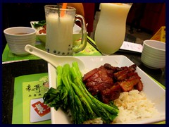 Small modern Chinese restaurant near Martyr's Park, Yuexiu district.