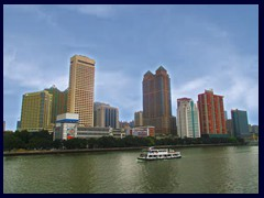 Yuexiu district seen from Haizhu Bridge above Pearl River. The tall building to the left is the Landmark Canton hotel, built as early as in 1991.