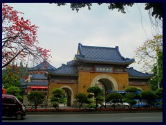Yuexiu Park - gate from Donfengzhong Road. It is extremely complicated to get over the road to this side of the park, so we visited it from another side instead.