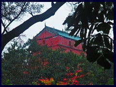 Zhenhai Tower, a 5-storey pagoda, is the most famous structure in Yuexiu Park. It was built in 1380 and now houses the Guangzhou Museum. It is 28m high and has been destroyed 5 times the last 600 years.