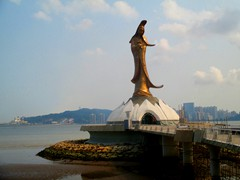 Kun Iam Statue is a 20m high bronze statue at the harbourfront, just next to Avenue Dr Sun Yat-Sen Boulevard. It was built just before all the casino hotels were built in the 2000s. The lotus-shaped dome is part of the Kun Iam Ecumenical Centre, for buddhist, taoist and confucianism.