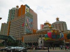 Lisboa Casino Hotel is the first casino of Macau, the grande dame. It was originally built in 1960 by Stanley Ho, and more annexes were built in 1970 and 1991 (the newer Grand Lisboa not included). Today it has 2632 rooms in totally five buildings.