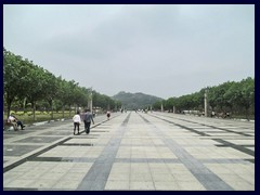 This shiny plaza leads towards the enormous Lianhuashan Park and the northern outskirts from Civic Center, Futian district.