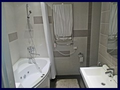 Natalex City Apartments, bathroom with jacuzzi, rare!