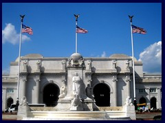 Union_Station_and_Christopher_Columbus_Memorial_Fountain
