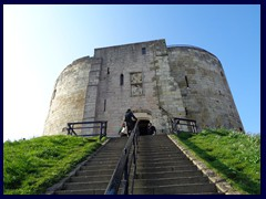 Cliffords Tower 03